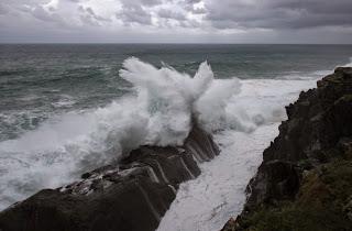 Olas, temporal, norte, viento, lluvia, olas grandes, acantilados, Munimara,