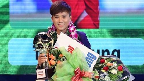 Cầu thủ Tuyết Dung giành danh hiệu quả bóng vàng nữ