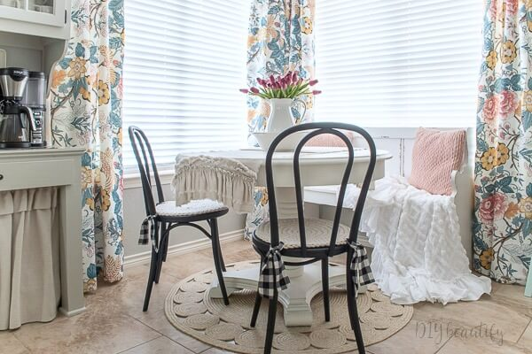 vintage inspired farmhouse breakfast nook