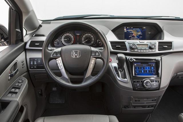 Tính năng ấn tượng của Honda Odyssey là hệ thống giải trí hàng ghế sau (RES) và camera chiếu đa góc