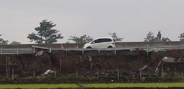 Baru Diresmikan Presiden Jokowi, Tol Salatiga-Solo Ambles