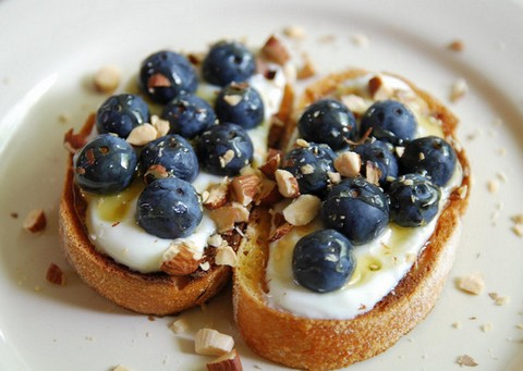 Blueberries and yogurt toast