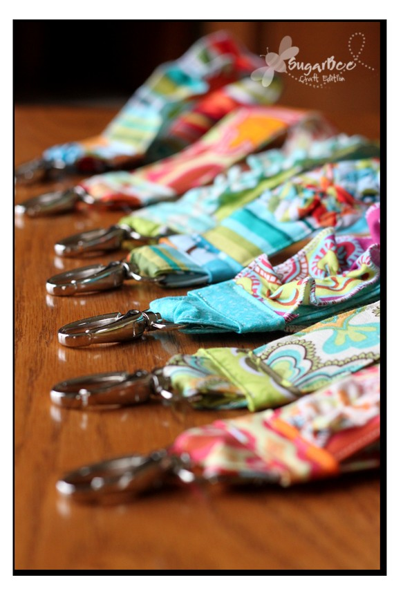 25 Colorful Scrap Fabric Projects to Gift featured by top US sewing blog, Flamingo Toes: