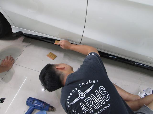 我們利用3M專用膠膜,以專業技術及精細手工來設計專屬您的愛車 / 本店施工技師皆受過專業培訓,並取得3M施工認證