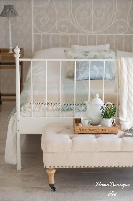 zimowe dekoracje w sypialni