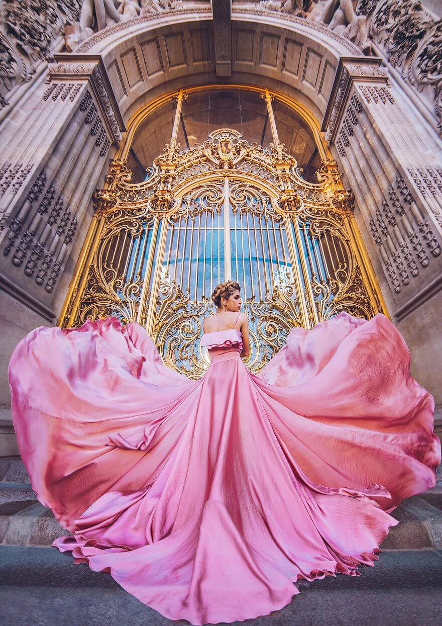 15 Pictures Of Girls In Dresses That Beautifully Match Their Backgrounds - Petit Palais, Paris, France. Model Vera Brezhneva