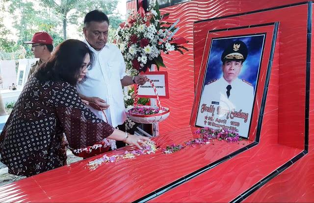 Penghormatan Kepada Tokoh Sulut, ODSK Ziarah ke Makam Mantan Gubernur dan Wagub Sulut