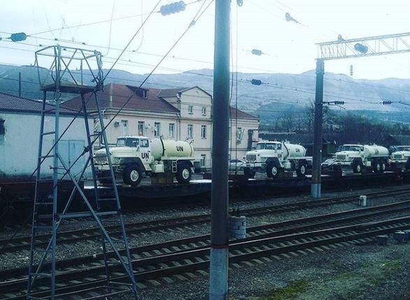 РФ стягивает к границе Украины технику с маркировками ООН