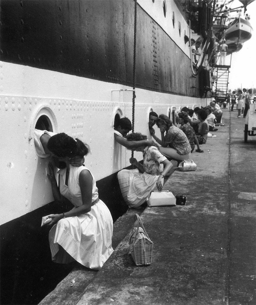 60 + 1 Heart-Warming Historical Pictures That Illustrate Love During War - American Soldiers Getting Last Kiss On Ship Before Deployment To Egypt, 1963