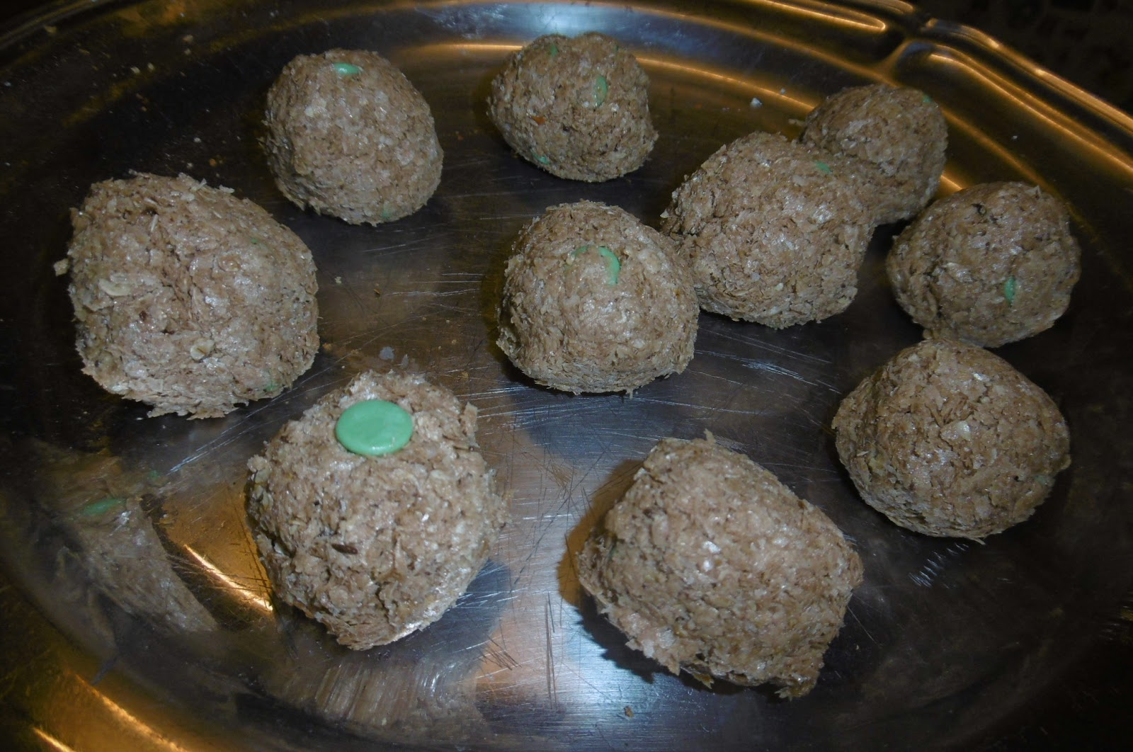 Madhouse recipe : Mint choc chip oat balls | Madhouse Family