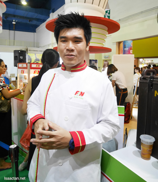 Chef Alric Tong was at the F&N booth doing food demonstrations