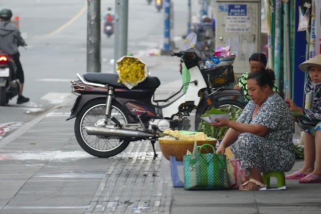 Thúng xôi bắp đậu xanh hơn 30 năm ở Tân Định
