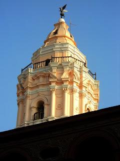 Torre da Iglesia de Santo Domingo, em Lima, Vista a Partir do Convento