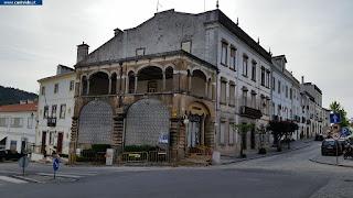BUILDING / Edifício de Gaveto, Castelo de Vide, Portugal