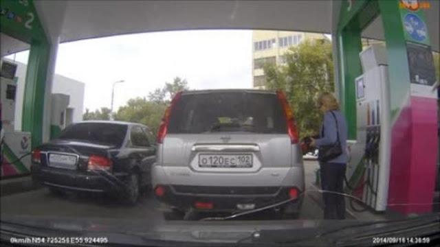 Μια γυναίκα πάει στο βενζινάδικο και γίνεται viral! Δεν πάει το μυαλό σας για ποιον λόγο…
