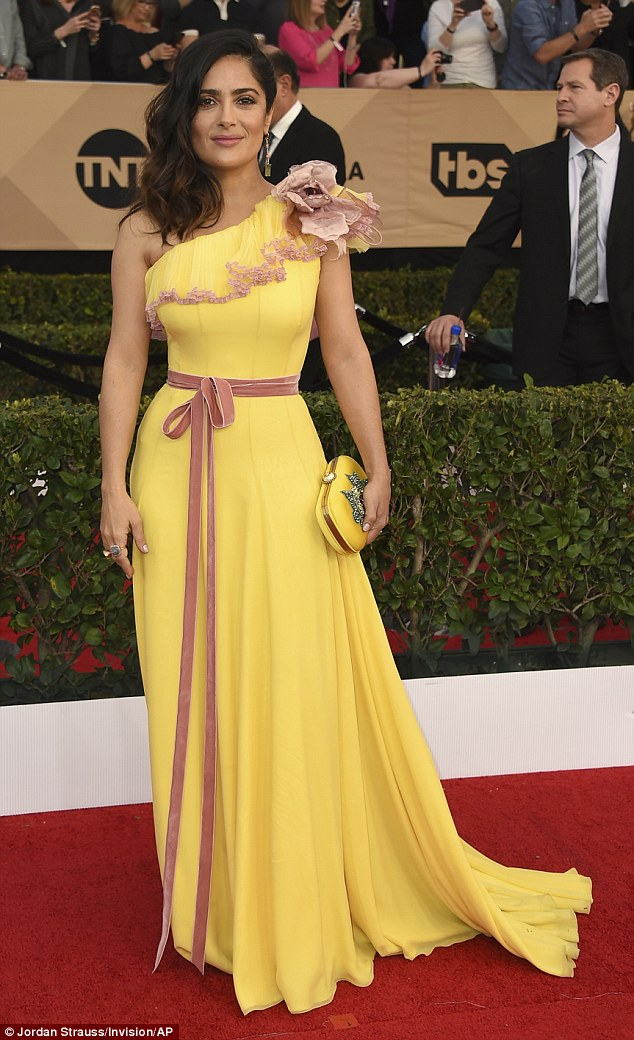 Salma Hayek goes gorgeous in yellow at the 2017 SAG Awards