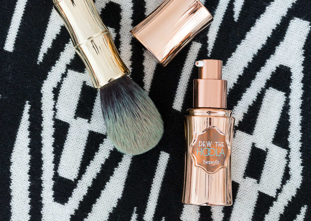 Benefit Dew The Hoola und Benefit Bronzing & Contouring Brush