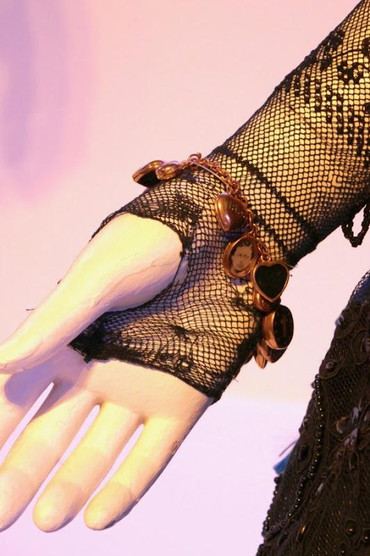 Queen charm bracelet Victoria Abdul