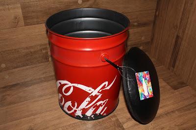 Puff / Banqueta da Coca-Cola aberto