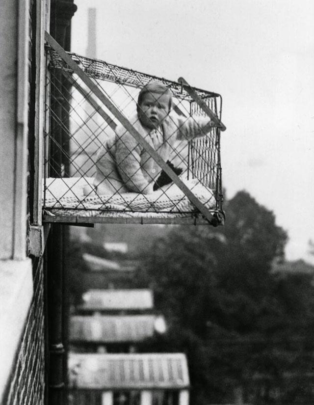 Menjemur-Bayi-Tahun-1930an