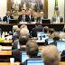 NOVA VOTAÇÃO: Deputados aprovam relatório a favor da absolvição de Temer