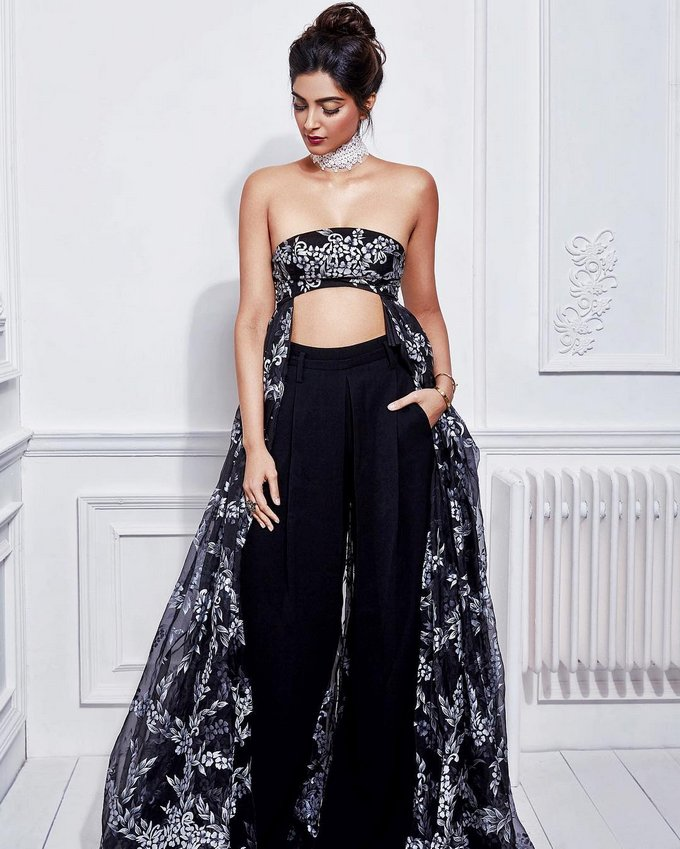 tube bra for women Sonam Kapoor