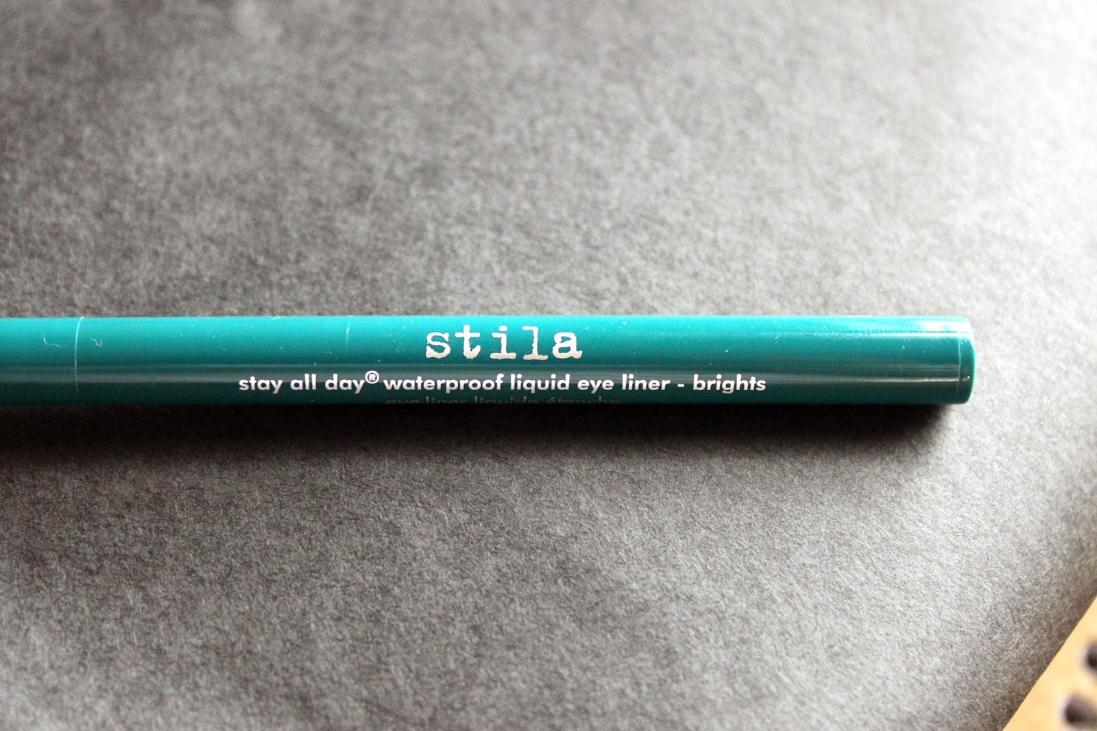 stila stay all day eyeliner bright teal review