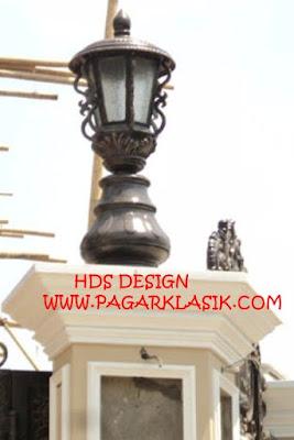 lampu besi tempa untu pilar rumah mewah