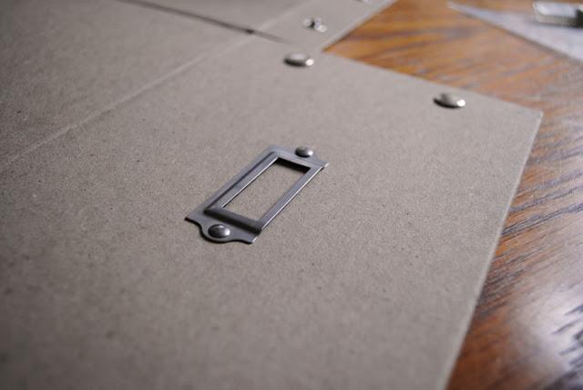 te verwijderen labelhouder op kartonnen opbergdoos