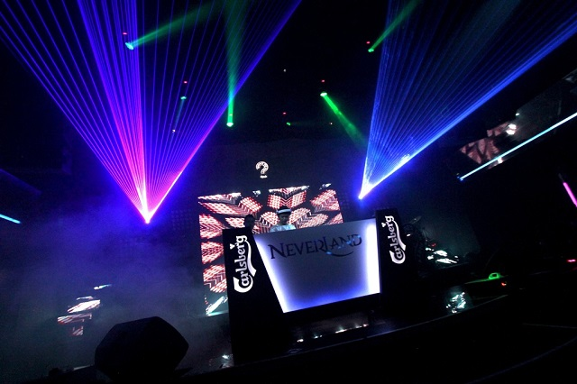 "DJ Funkzu bringing down the house at Carlsberg's ""Where's the Party?"" 2013 teaser"