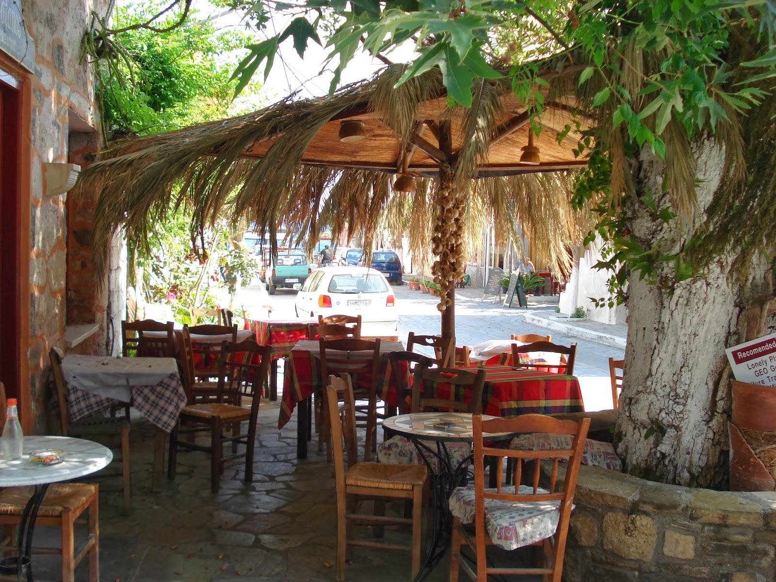 Le blog d 39 a fotografia scorci di taverne greche for Foto di taverne arredate