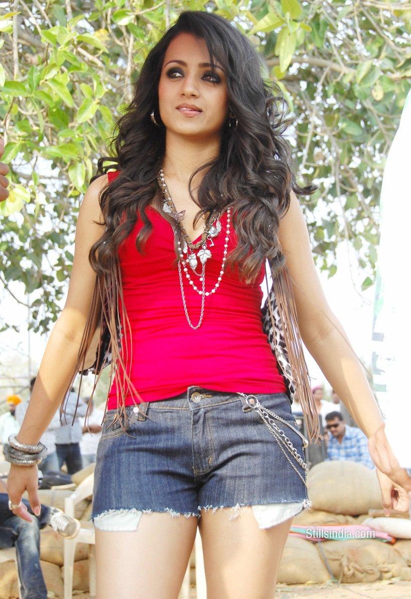Trisha-Krishnan-Latest-Hot-Sexy-Images-Teen-Maar-Telugu -4359