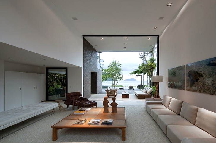 Living room in Modern beach house in Brazil