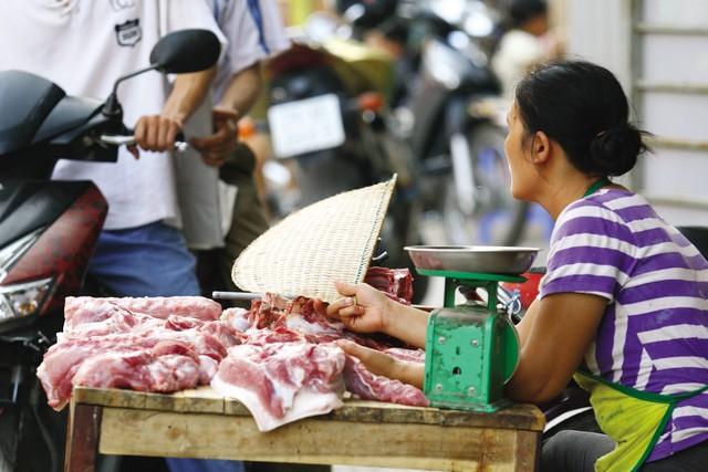 Người tiêu dùng quan ngại thịt lợn bẩn ở chợ