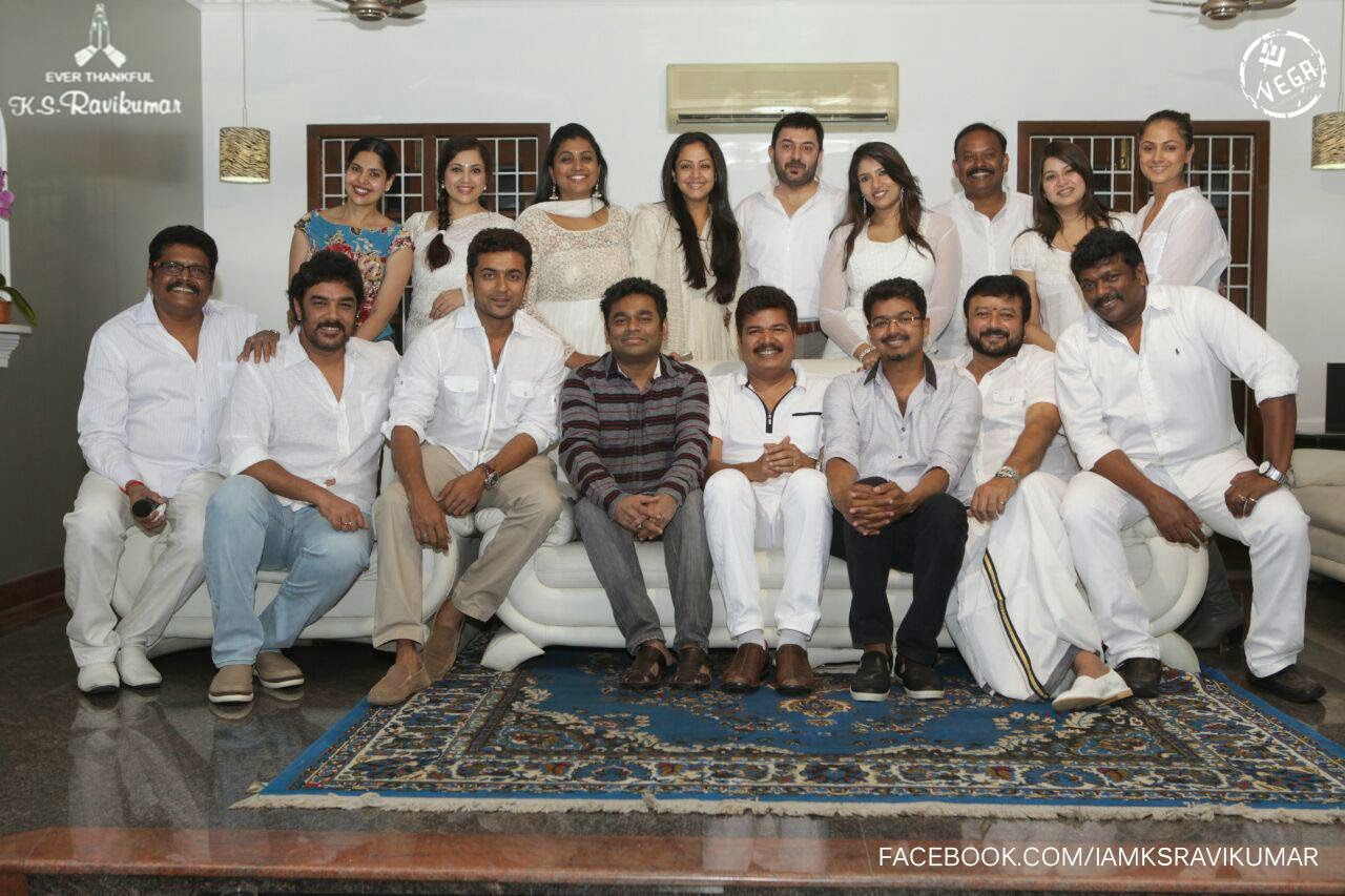 Tamil-Cinema-1990's-reunion-pics-hosted-by-KS-Ravikumar-images