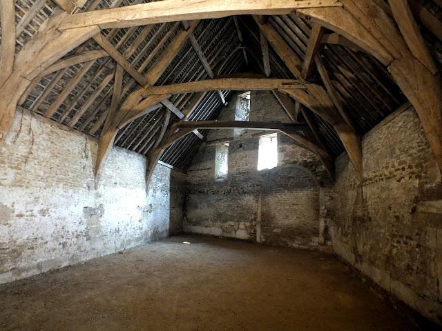 visitar el granero medieval de Lacock