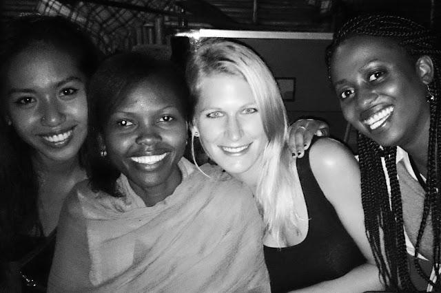 ... dahin wo alles begann. In das Land, wo vor etwa drei Jahren mein Reisefieber so richtig entfacht ist. In das Land, in dem ich mein Herz so richtig an Afrika verlor. Nach Uganda!