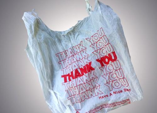Τέλος η δωρεάν πλαστική σακούλα στα σούπερ μάρκετ  - Από πότε και πόσο θα την πληρώνουμε;