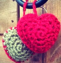 http://translate.googleusercontent.com/translate_c?depth=1&hl=es&rurl=translate.google.es&sl=en&tl=es&u=http://www.fcknits.co.uk/2013/crochet-heart-keyring&usg=ALkJrhiOt6uAho9g6H6-Ngm2-WUfKQO--w