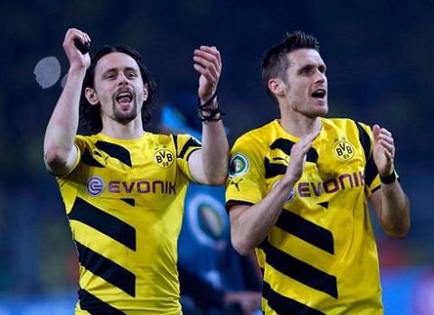 Niềm vui khi ghi được bàn thắng của Subotic và kehl