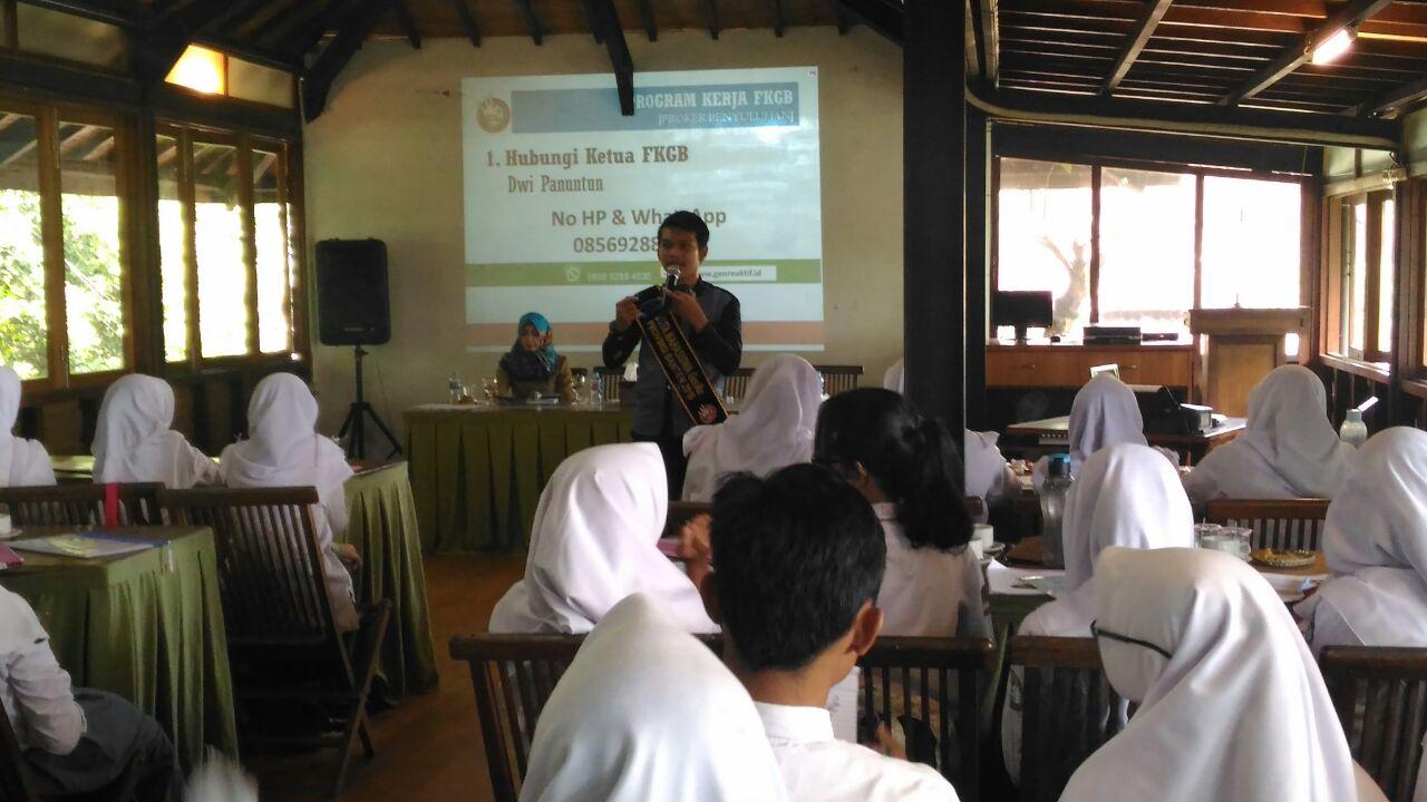 Dinas Pemberdayaan Masyarakat Pemberdayaan Perempuan Perlindungan Anak dan KB (DPMP3KB) Kota Tangerang Selatan, mengadakan Pelatihan Pendidik/Konselor sebaya dan Guru BP serta strata PIK-R kepada siswa siswi SMA dan SMP sederajat yang ada di Kota Tangerang Selatan.