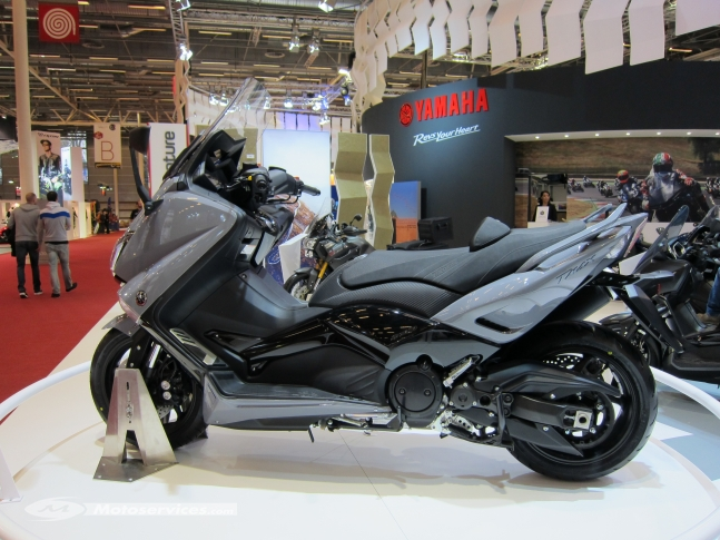 otolights yamaha t max the ultimate sports maxi scooter 2016. Black Bedroom Furniture Sets. Home Design Ideas