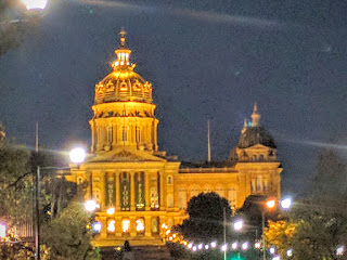 Iowa state capital building at night, Des Moines