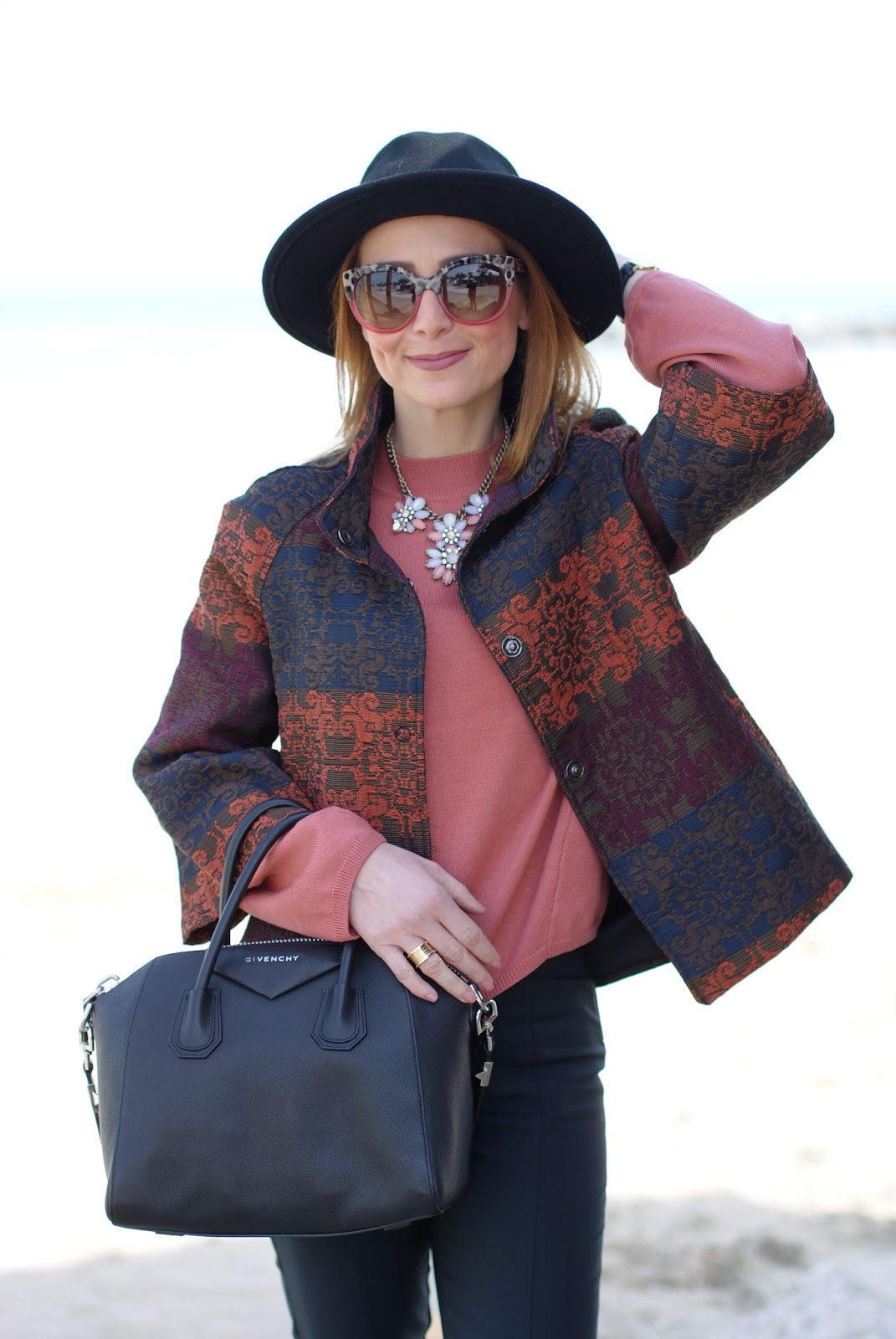 Dani giacca, Givenchy Antigona bag on Fashion and Cookies fashion blog, fashion blogger style