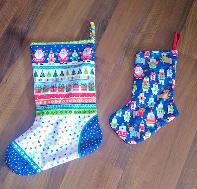 modes4u colaboración partnersip telas navideñas tienda de telas bonitas christmas stocking bunting guirnalda modistilla de pacotilla handmade navidad calcetín santa claus regalos makower fabrics