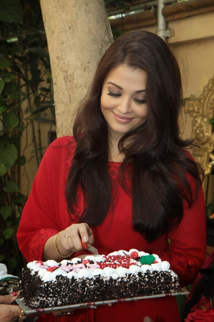 Sexy Aishwarya rai photos in red salwar kameez on her 40th birthday celebration