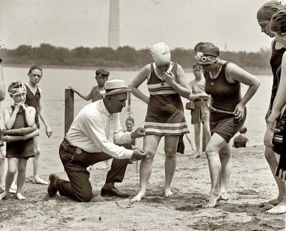 Ultimate Collection Of Rare Historical Photos. A Big Piece Of History (200 Pictures) - Checking the bathing suit