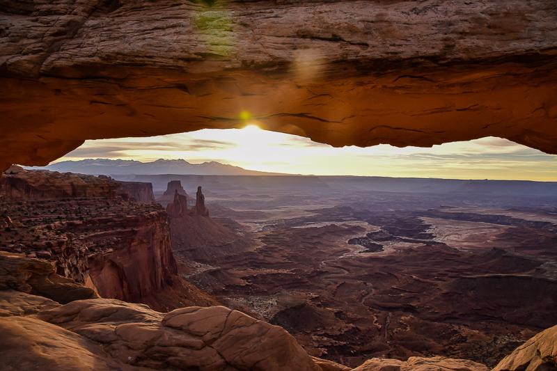 Amanecer en Mesa Arch