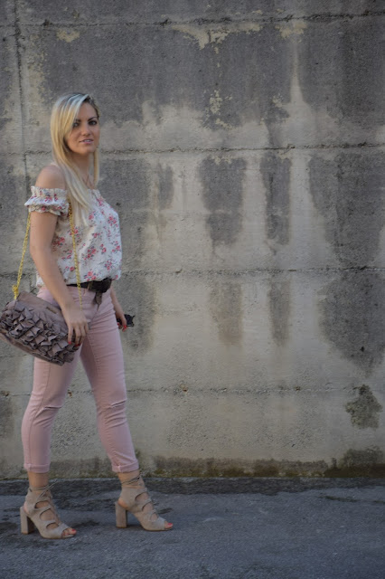 jeans strappati berska outfit jeans rosa come abbinare i jeans rosa abbinamenti jeans rosa punk skinny jeans outfit how to wear pink jeans mariafelicia magno fashion blogger colorblock by felym outfit luglio 2016 outfit estivi summer outfits july outfits fashion blogger italiane fashion bloggers italy