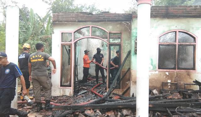 Kebakaran rumah di Desa Pulo